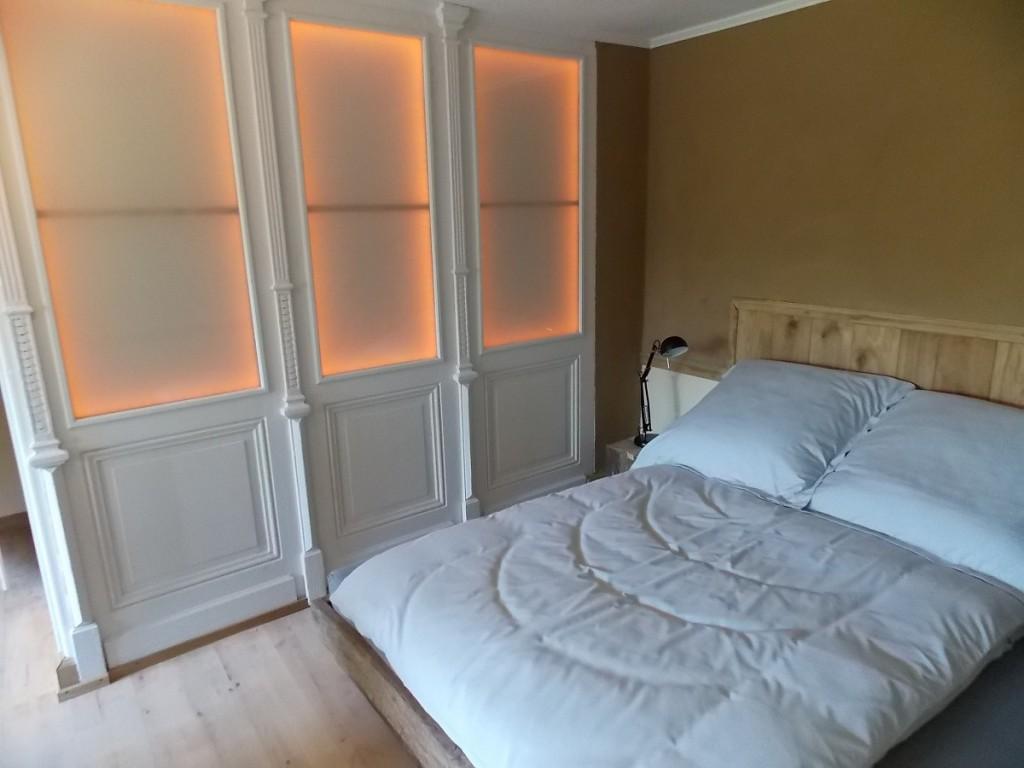 Fewo Vintage Bett 160x200 , Jugendstiltüren