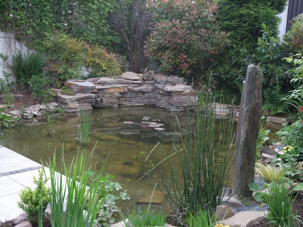 Der Teich incl. Terrassenanschluss ist fertig.