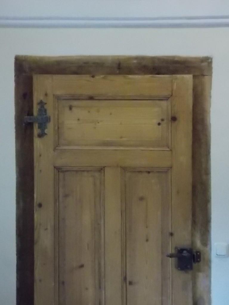 Historische Tür mit Kastenschloss